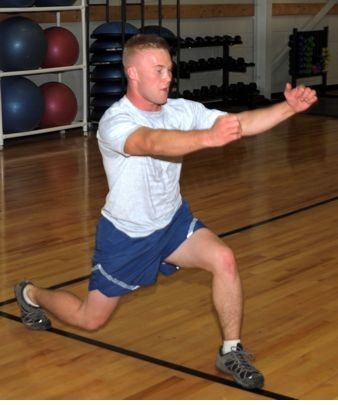 How to perform the lunge